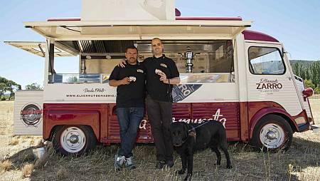 Javier Brichetto, Jonatan Armengol y su perro guía Jaz