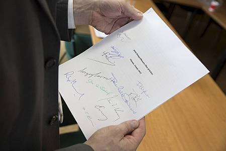 Imagen de una copia firmada del documento del acuerdo entre Irán y el 5+1.