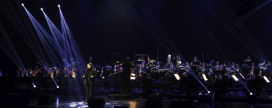 Raphael durante el concierto en el Teatro Real de Madrid, en el inicio de su nueva gira