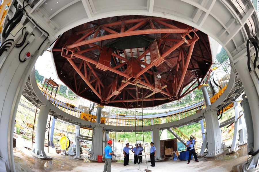 El interior del radiotelescopio chino