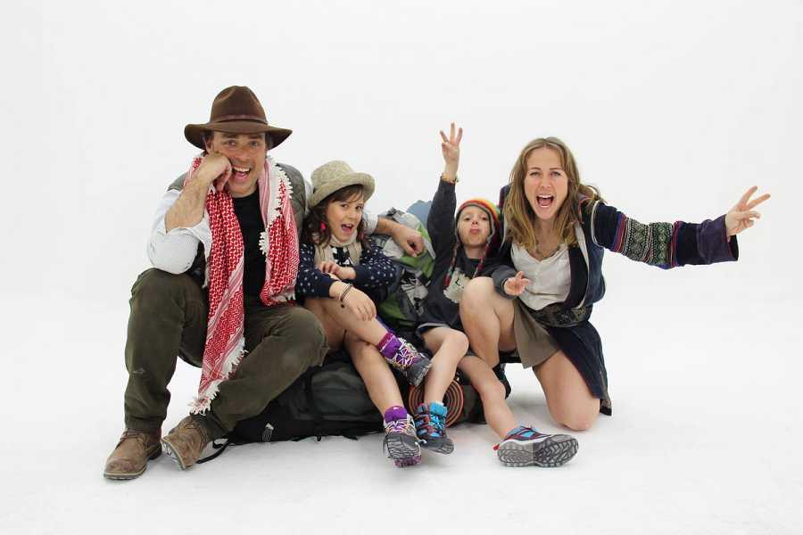 Los protagonistas de 'Mi familia en la mochila-  Family Run'