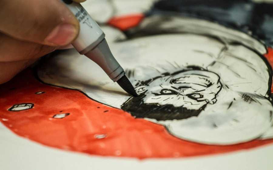 Diego Galindo dibujando a Hulk