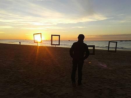 Descubrimos a esta artista sevillana en la playa de Bajoguía en Sanlúcar de Barrameda