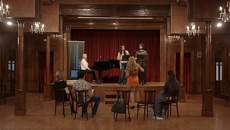 Hemos convocado a varios estudiantes de canto del Conservatorio del Liceo de Barcelona para que realicen un casting