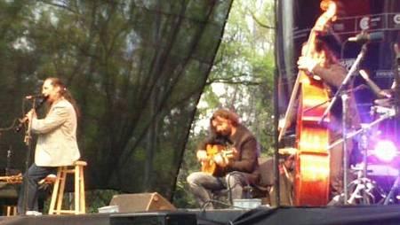 Jorge Pardo toca la flauta, acompañado de Josemi y Pablo, en el concierto del Centro de Artes Escénicas en México