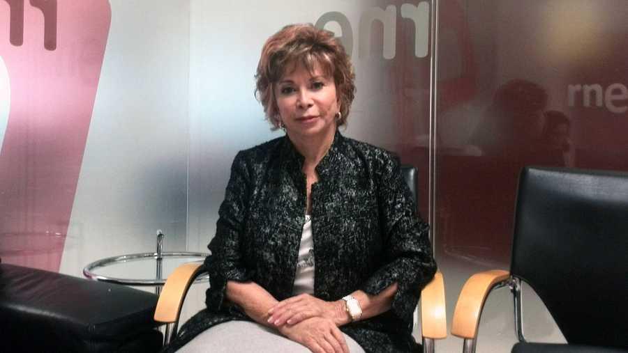Isabel Allende, en los estudios de Radio Nacional.