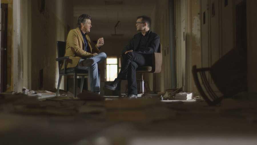Ramon Gener habla con Ángel Sala, director del Festival de cine de Sitges