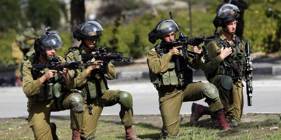 Soldados israelíes durante enfrentamientos con palestinos en la ciudad cisjordana de Hebrón