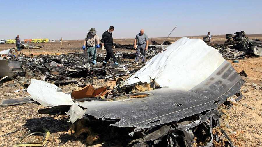 Expertos rusos examinan los restos del avión siniestrado en Egipto