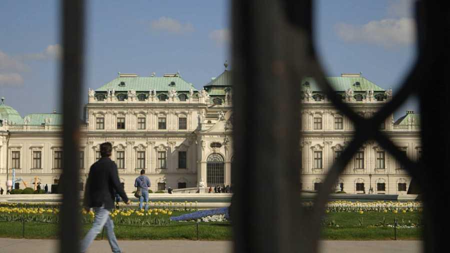 Recorremos las calles vienesas y sus majestuosos edificios con la finalidad de impregnarnos del espíritu de Strauss