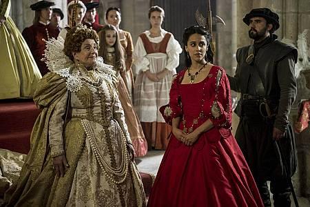 Lola Herrera es la Reina Isabel I de Inglaterra