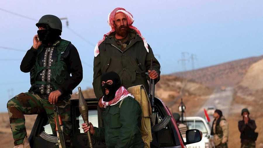Fuerzas kurdas que toman parte en la ofensiva para liberar la ciudad iraquí de Sinyar del Estado Islámico. AFP PHOTO / SAFIN HAMED