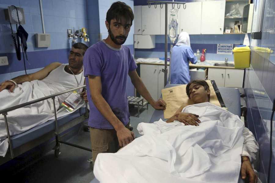 Dos heridos son atendidos tras el ataque en el suburbio de Burch al Barachne, en Beirut