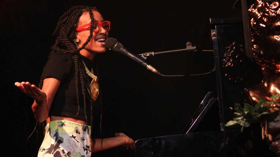 Esperanza Spalding, en un momento de su actuación en la sala La Riviera de Madrid.