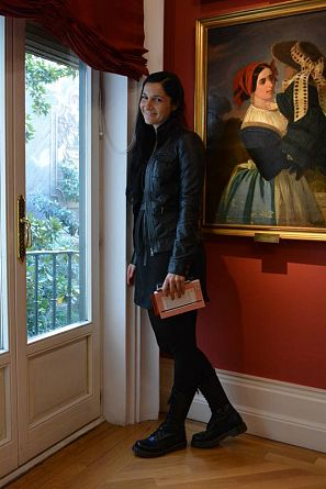 La presentadora de 'La mitad invisible', Clara Peñalver, en la casa natal de José Zorrilla