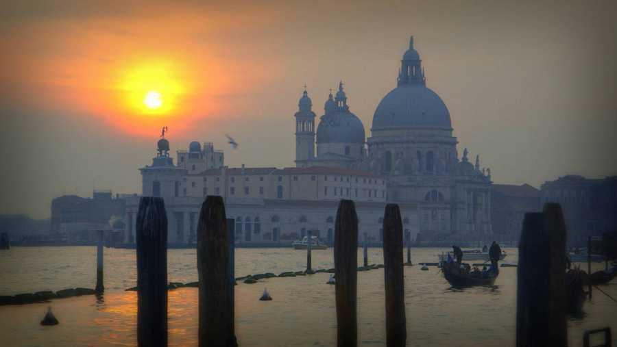 Con Venecia como inmejorable telón de fondo, descubrimos que Vivaldi no fue solo un excelente músico, sino también un empresario teatral que revolucionó el espectáculo operístico