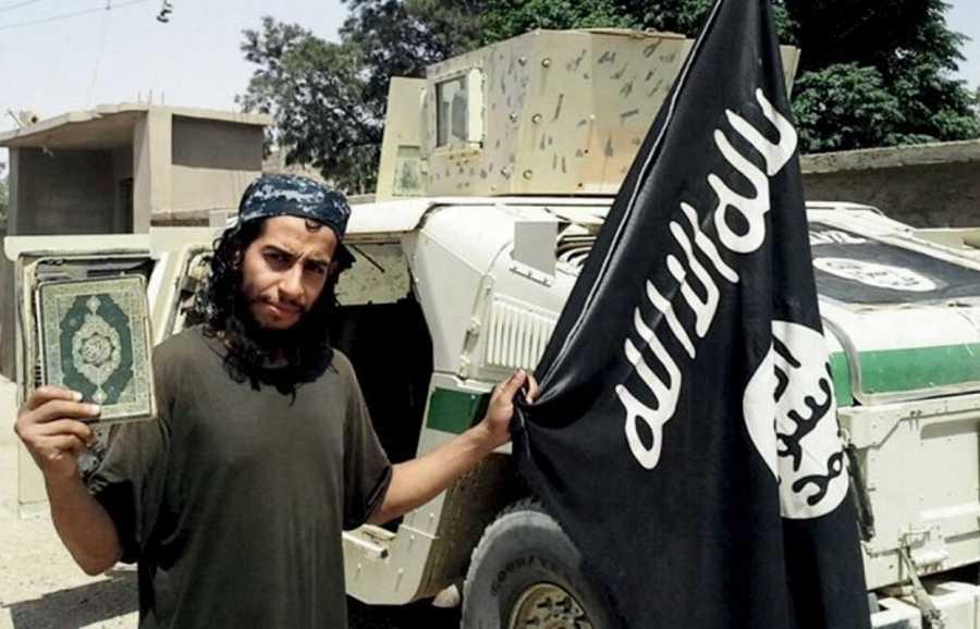 Imagen sin fechar del presunto yihadista Abdelhamid Abaaoud, publicada en la revista 'Dabiq', que edita en internet el Estado Islámico