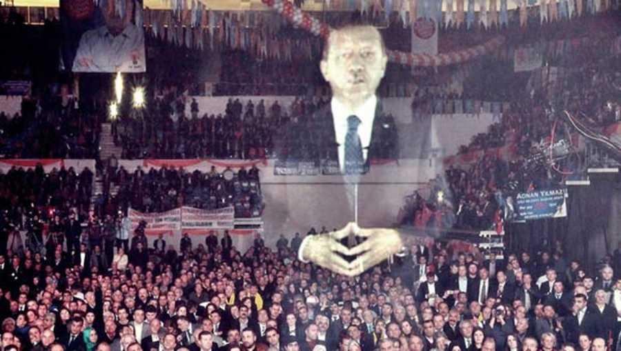 El presidente turco sorprendió a sus partidarios interviniendo en forma de holograma en un acto electoral