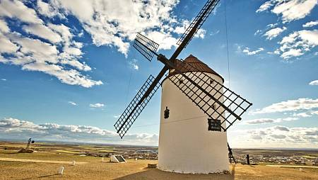 Molino de viento situado en Mota del Cuervo (Cuenca)