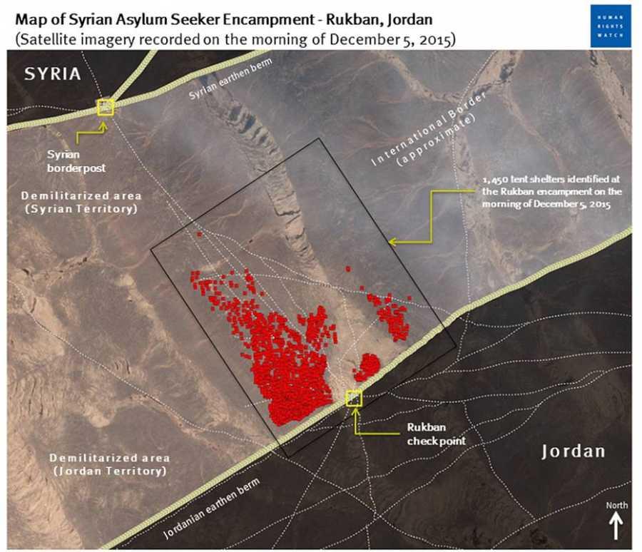 Mapa elaborado por Human Rights Watch sobre imagen por satélite en la que se marca la ubicación del campamento de refugiados sirios junto al paso fronterizo jordano de Rukban (el 5 de diciembre)