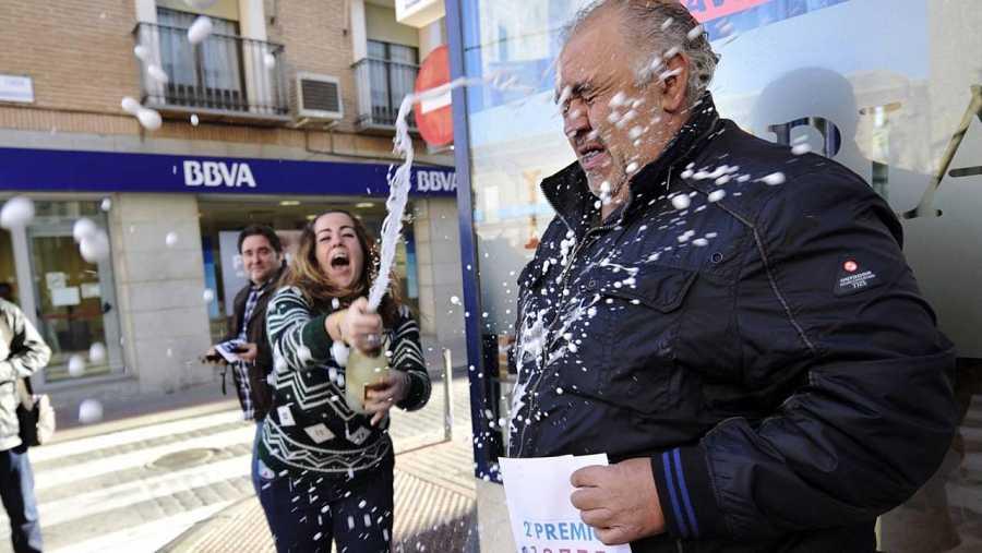 Celebración en Mora (Toledo) donde ha caido el segundo premio.