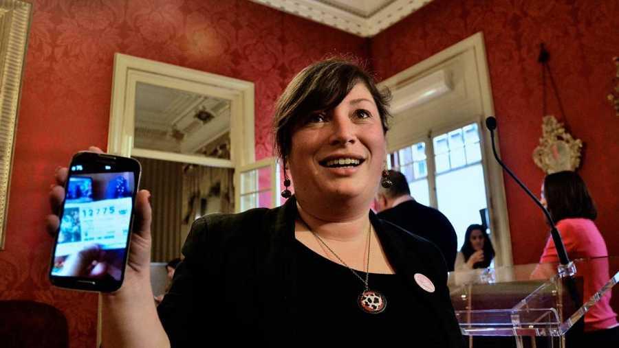 La diputada socialista balear Silvia Limones presume de segundo premio.