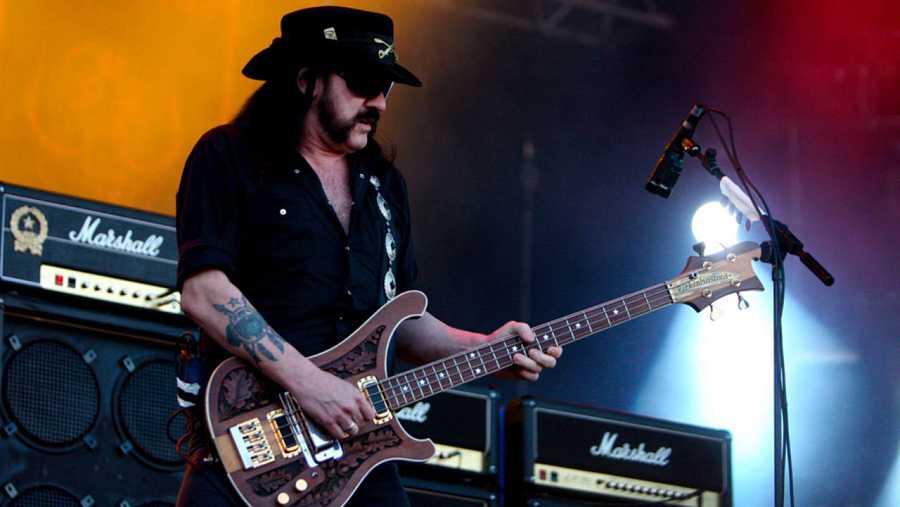 Lemmy Kilmister, durante su actuación en el festival de rock de Carhaix, Francia