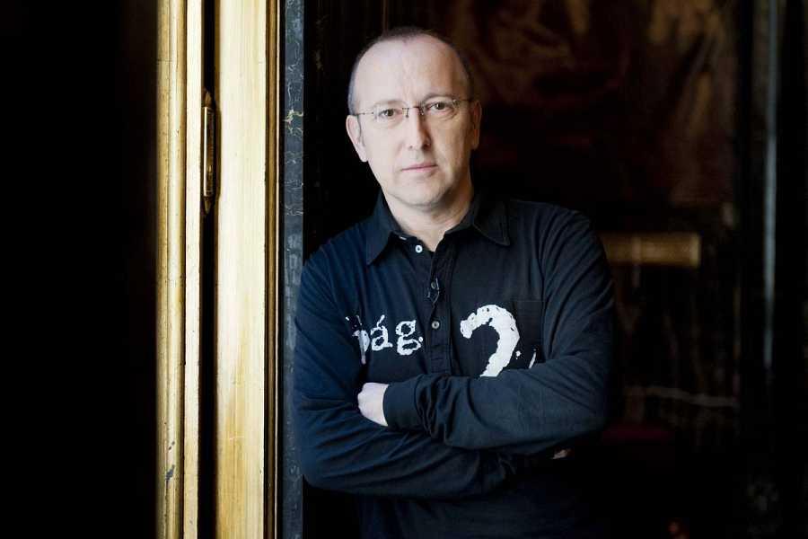Óscar López, director y presentador de 'Página Dos'
