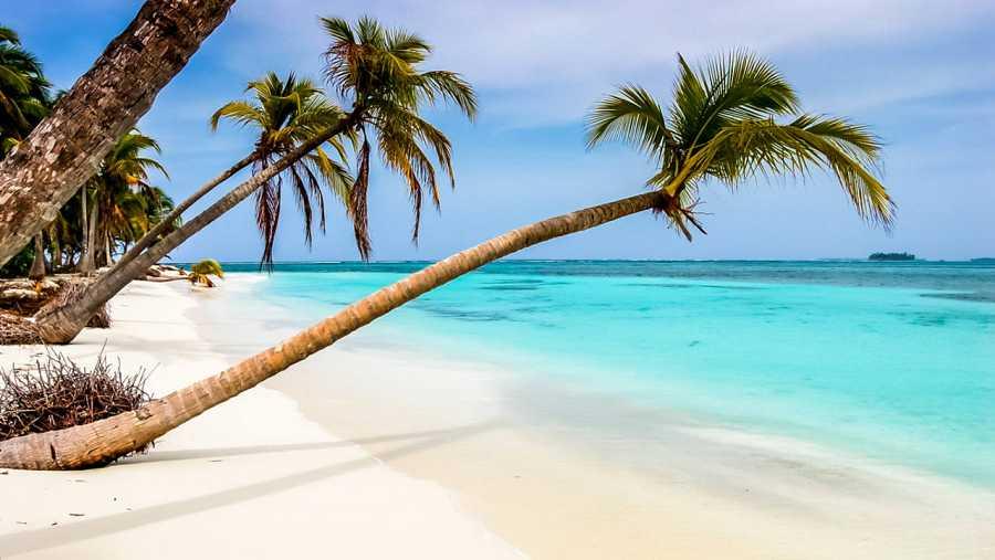 Playa en la costa caribeña de Panamá