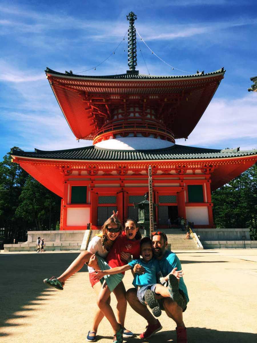 La Familia en la Mochila en koyasan