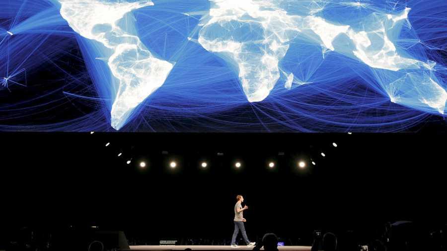 El consejero delegado de Facebook, Mark Zuckerberg, ha participado en la presentación del S7.
