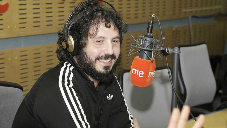 Juan Gómez, durante la entrevista con Paloma Arranz