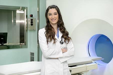 Silvia Marco llega al hospital como médico residente