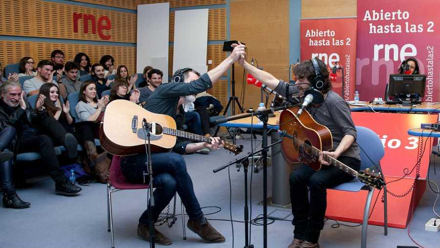 César Pop y Quique González, en el escenario del programa