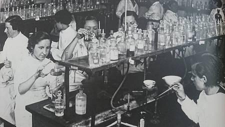 Un grupo de científicas trabaja en el Laboratorio Foster
