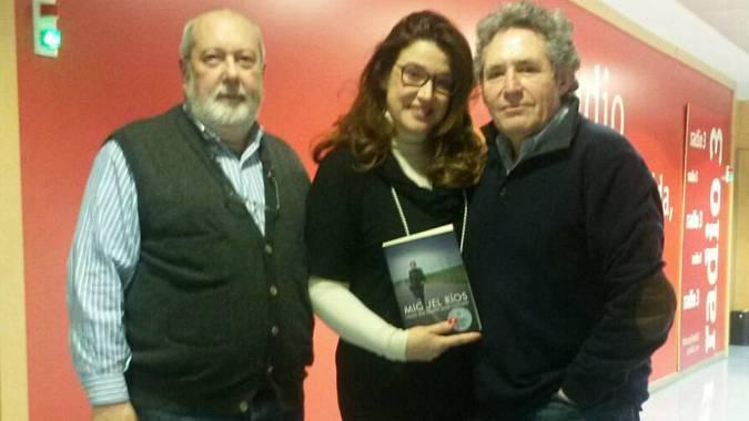 Fernando Salaverri, Pilar Socorro y Miguel Ríos, en RNE