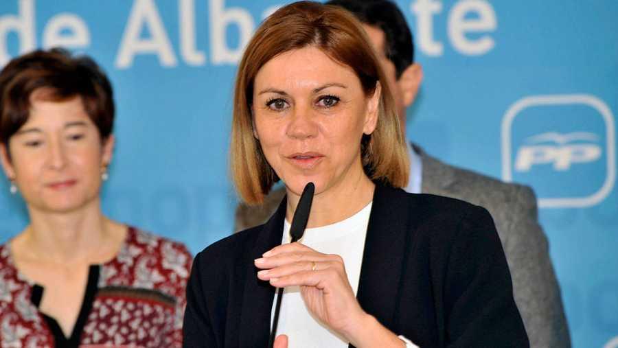 María Dolores de Cospedal atiende a los medios en Albacete.