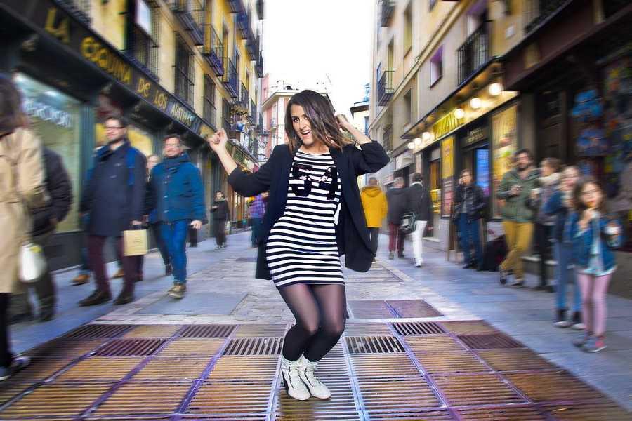 Barei, en pleno baile en el centro de Madrid