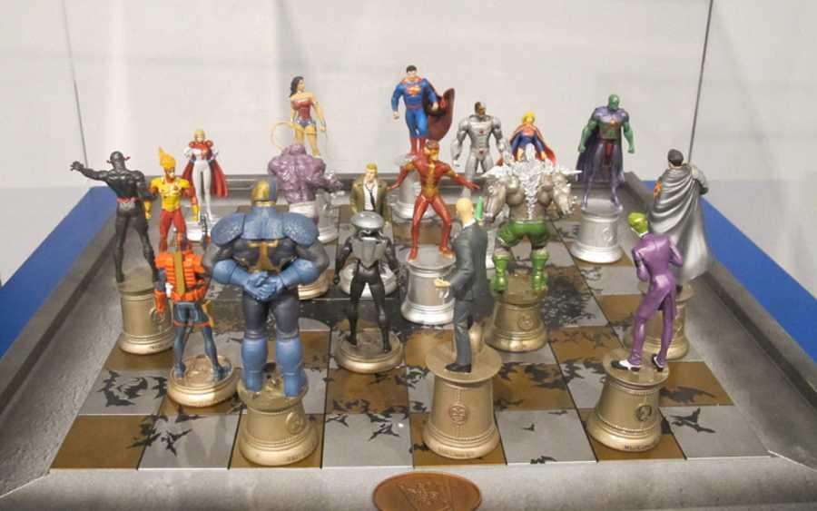 Ajedrez con los principales personajes de DC Comics