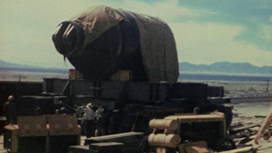 Carga de una bomba atómica