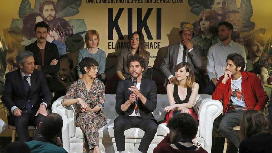 Paco León y el reparto de 'Kiki, el amor se hace', durante la presentación de la película