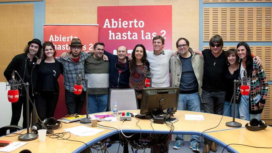 Todo el equipo de 'Abierto hasta las 2', con Javier Ojeda y Javier Andreu