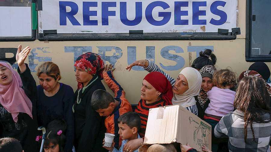 Refugiados cerca de Idomeni, en la frontera greco-macedonia. REUTERS/Marko Djurica