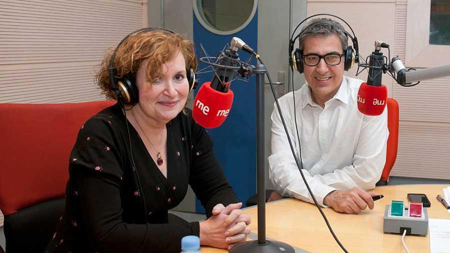Carmen Garrobo, directora de la Escuela Española de Cata, con Arturo Martín