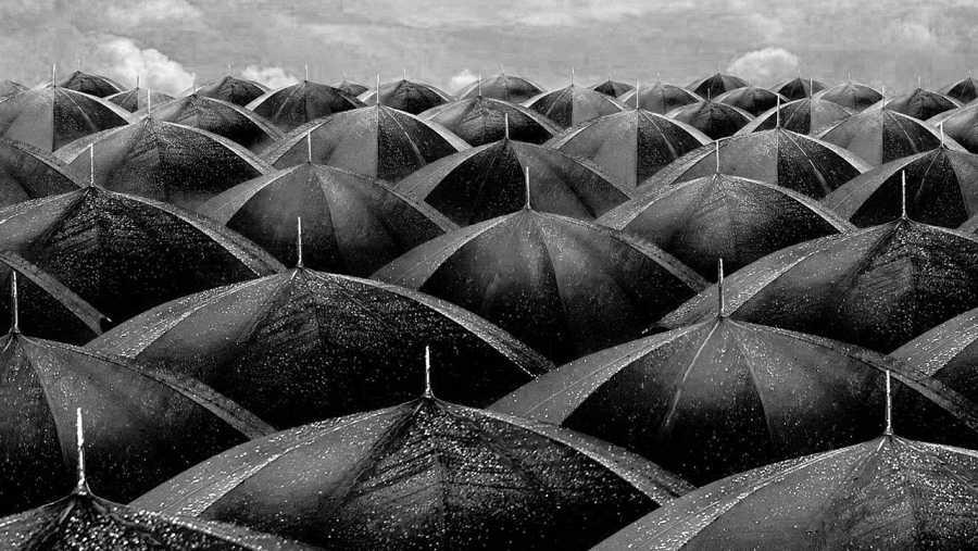 Abril, mes de chaparrones y paraguas