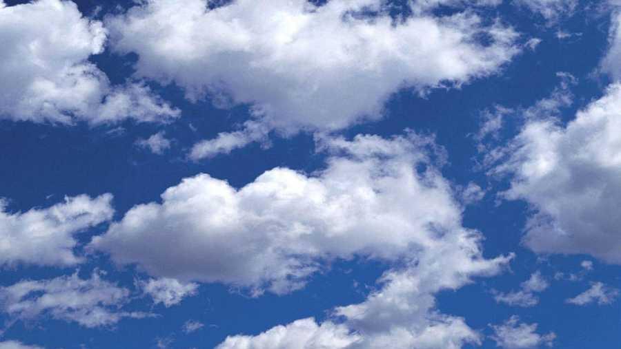 Las nubes, sus formas y sus observadores, también tienen cabida en este programa