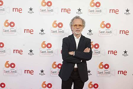 Fernando Colomo, con el Premio a Mejor Película