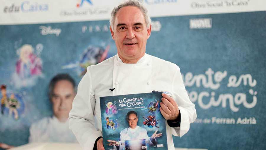 Ferran Adrià con su nuevo libro 'Te cuento en la cocina'