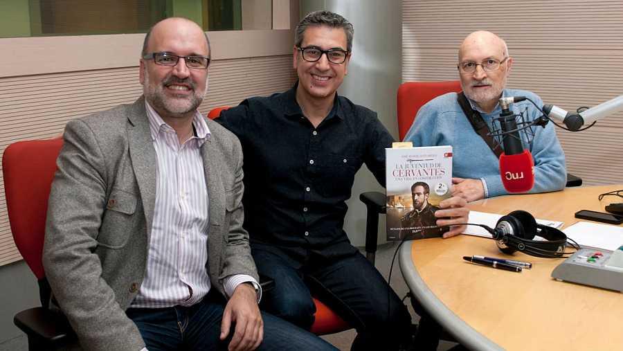 Los expertos 'cervantinos' José Manuel Lucía y Emilio Pascual, con Arturo Martín