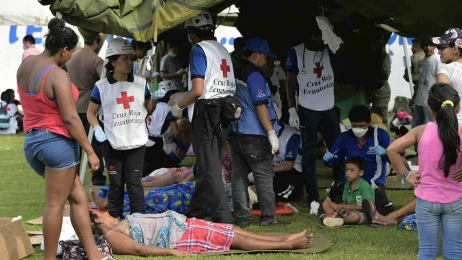 Cruz Roja atiende a las víctimas del terremoto de Ecuador